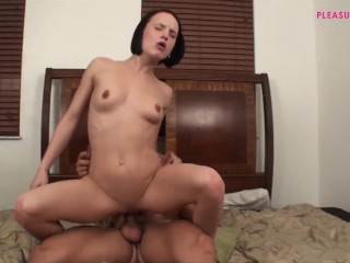 I LOVE FUCK ON MY PARENT'S BED AND SQUIRT