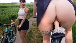 Pimp my bike - Lara Bergmann fucks her bike!
