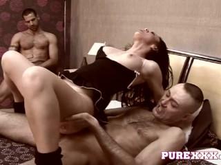 Milf honey Elizabeth Lawrence gets arse fucked in threesome