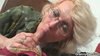 Shaved-pussy old mature pleases an dude