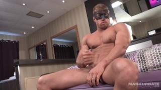 Big Muscled Hunk Sticks His Huge Cock In A Penis Pump - Maskurbate