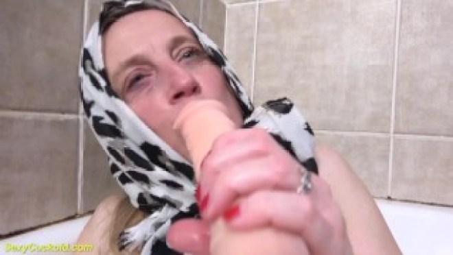 ugly mom prolapse her meathole