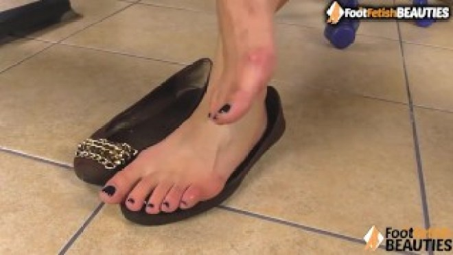Barefoot brunette puts her smelly feet right in your face