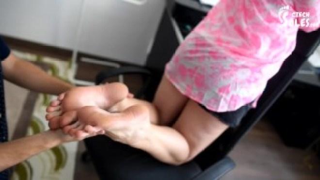 Masseuse gets her big feet massaged (BIG feet, foot worship, foot massage, masseuse feet, soles)