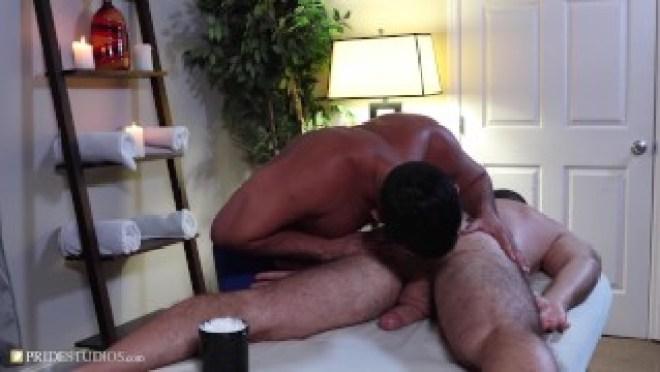 Cute Latino Gives A Hunk A Awesome Handjob Massage – ExtraBigDicks