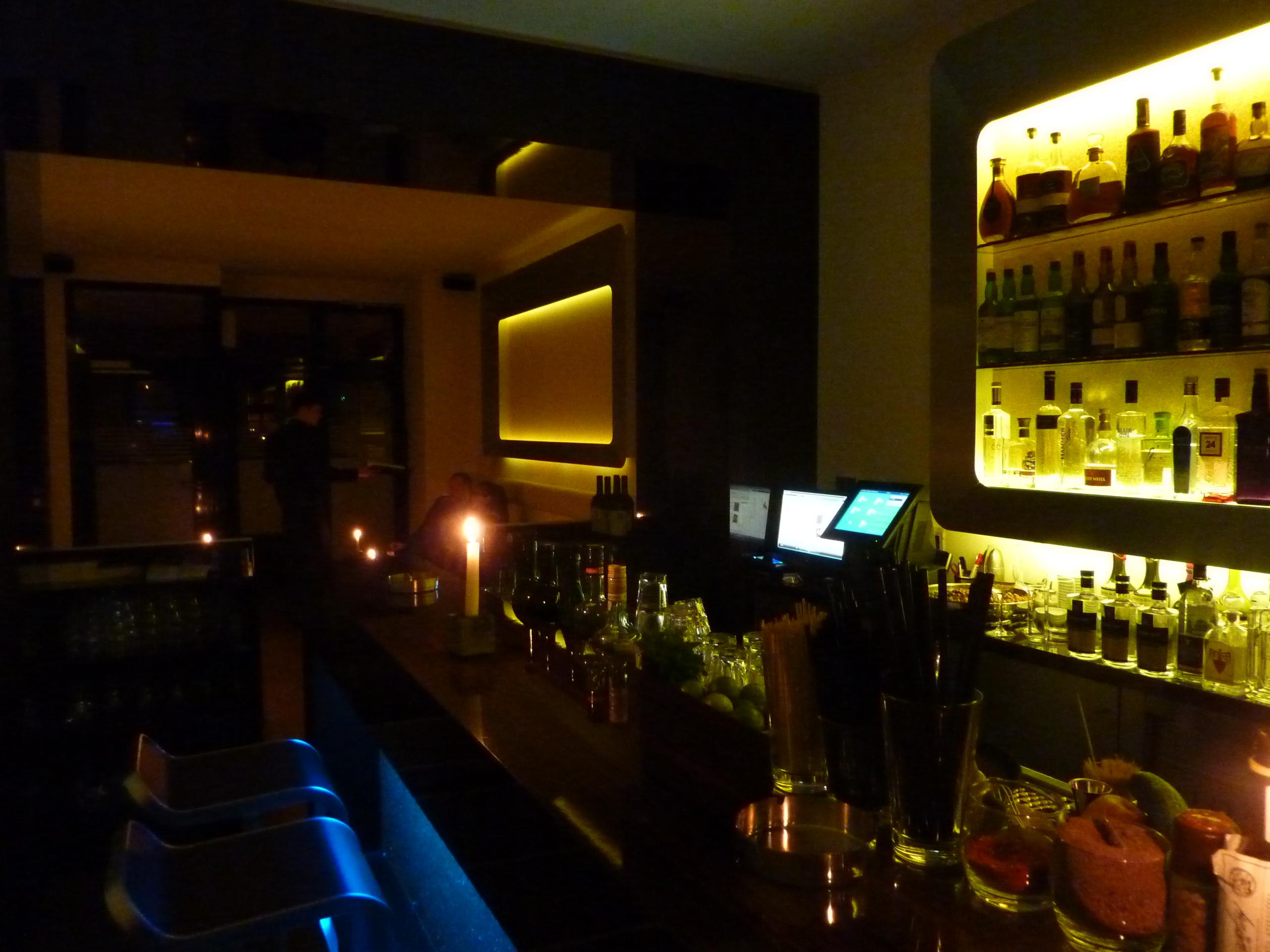 Vorne Lounge, hinten Bar