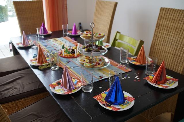تزيين طاولة عيد ميلاد للبنات