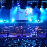 """Die Bee Gees-Coverband """"Nigt Fever"""" erfuhren eine große Resonanz beim Publikum. (Foto: Reiner Züll)"""