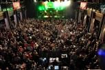 Eine volle Hütte: 2000 begeisterte Zuhörer harrten in der Tonfabrik stundenlang aus, um den Musikmarathon zu verfolgen. (Foto: Reiner Züll)