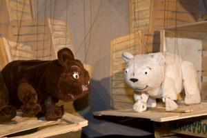 """Das Figurentheater """"spielbar"""" zeigt die aufregenden Abenteuer von """"Lars, der kleine Eisbär"""". Bild: Tameer Gunnar Eden/Eifeler Presse Agentur/epa"""
