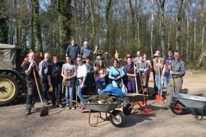 Mitglieder des TC Blau-Gold und Anwohner Kommern-Süds sammelten den Müll aus den Wald. Foto: privat