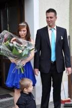 Andreas Geusen und Anika Bortely sind das Maikönigspaar 2014 in Kall. Söhnchen Leon (2) freut sich schon auf die Hochzeit der Eltern, die kurz bevorsteht. (Foto: Reiner Züll)
