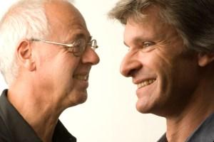 Eckhard Radmacher (rechts) und Wilhelm Geschwind stellen im Kulturraum auch Stücke ihrer neuen CD vor. Bild: Privat