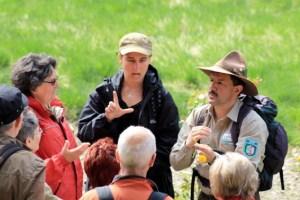 Seit 2007 werden im Nationalpark Eifel Rangertouren auch in die Gebärdensprache übersetzt. Insgesamt nahmen bisher 672 Besucher daran teil. Bild: Nationalparkverwaltung Eifel