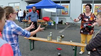 Die Euskirchener Hans-Verbeek-Schule, die von der Hilfsgruppe unterstützt wird, sorgte für lustige Kinderspiele. (Foto: Reiner Züll)