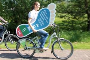 Unermüdlich unterwegs für den klimafreundlichen Tourismus in der Nordeifel: Nadine Rathofer vom Naturpark Nordeifel. Bild: Michael Thalken/Eifeler Presse Agentur/epa