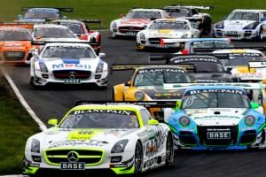 PS-starke Fahrzeuge gehgen am letzten August-Wochenende bei den ADAC GT Masters am Nürburgring an den Start. Bild: ADAC