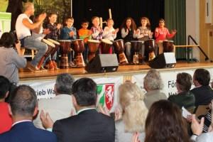 Für kurzweilige Unterhaltung und Begeisterung sorgte unter anderem die Kindertrommelgruppe der Grundschule Nideggen. Bild: Annette Simantke