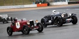 Die uralten Rennfahrzeuge ließen bei der Gleichmäßigkeitsprüfung auf dem Grand Prix Kurs den Motorsport aus vergangenen Tagen aufleben. (Bild: Reiner Züll)