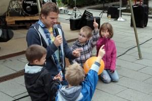 Kinderliedermacher Uwe Reetz will für Hochwasseropfer spielen Bild: Michael Thalken/Eifeler Presse Agentur/epa