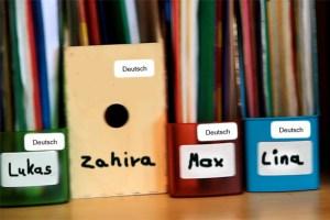 Zugewanderte Kinder müssen oft in kurzer Zeit Deutsch lernen, das ist nicht immer leicht, Sprachpaten können hier sehr hilfreich sein. Symbolbild: Michael Thalken/epa