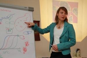 Die renommierte EM-Expertin Dr. Anne Katharina Zschocke lädt zu einem Tagesseminar üpber Darmbakterien ein. Bild: Michael Thalken/Eifeler Presse Agentur/epa