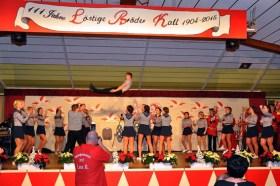 Hoch hinaus ging es für diesen Show-Gardisten beim Auftritt zum 111-jährigen Vereinsbestehen der Löstige Bröder in Kall. (Foto: Reiner Züll)
