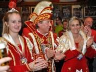 Zufrieden mit dem Besuch bei der Standquartiereröffnung waren Jugendprinzessin Lara II. (links) und das Prinzenpaar Hans II. und Gabi I. Foto: Reiner Züll