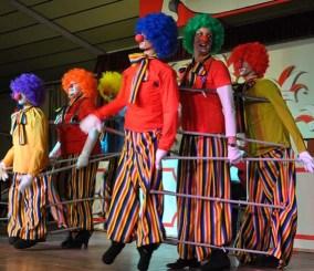 Nur der Clown in der Mitte ist echt. (Foto: Reiner Züll)