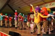 Beim Tanz der Sahneschnittchen sah man erst auf den zweiten Blick, dass 10 der 15 Akteure Clown-Puppen waren. (Foto: Reiner Züll)