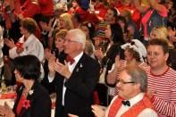 Auch Bürgermeister Herbert Radermacher hatte sich ins närrische Getümmel begeben. Er ist der Schirmherr der Jubiläums-Feierlichkeiten der Löstige Bröder. (Foto: Reiner Züll)
