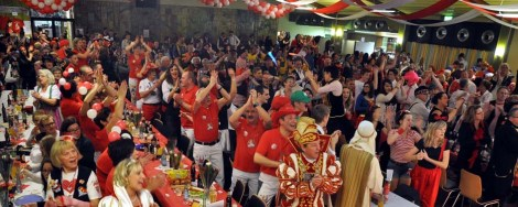 In der ausverkauften Bürgerhalle in Kall fand die Jubiläumssitzung des Karnevalsverein Löstige Bröder statt. (Foto: Reiner Züll)
