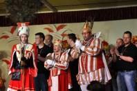 Die Hellenthaler Karnevalisten präsentierten ihr frisch proklamiertes Dreigestirn. (Foto: Reiner Züll)