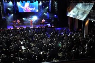 Über 2000 begeisterte Fans feierten die Bands bei der Mechernicher Oldienacht. Foto: Reiner Züll