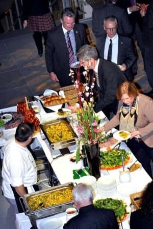 ein Eifelabend in der NRW-Vertretung sorgten Produkte der Regionalmarke Eifel für kulinarische Genüsse. Foto: Reiner Züll