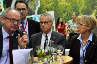 Die Kommunikationswissenschaftlerin Professor Claudia Mayer (rechts) will mit Studenten der Aachener RWTH das Image der Eifel aufpolieren. Links IHK-Geschäftsführer Fritz Rötting. Foto: Reiner Züll