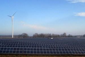 """Die Firma """"F&S solar"""" aus Euskirchen errichtete in der Nähe von Berlin einen 10-MW-Solarpark. Bild: F&S solar"""