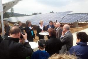 """Der Euskirchener Solarspezialist """"F&S solar"""" hat den erbauten Solarpark Lutstrut bei Pommertsweiler, Ostalbkreis, jetzt an die Bürgergenossenschaft Abtsgemünd übergeben. Bild: F&S solar"""