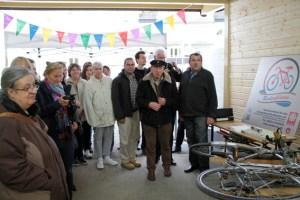 Viele Interessierte nahmen an der Eröffnung der neuen Fahrrad-Werkstatt in Euskirchen teil. Bild: Michael Thalken/Eifeler Presse Agentur/epa