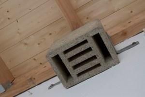 Für Fledermäuse sind spezielle Holzbetonsteine installiert. Bild: Tameer Gunnar Eden/Eifeler Presse Agentur/epa