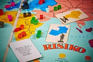 """Durch die Veränderungen im Spiel """"Risiko"""" kann man den Einfluss des Kalten Krieges auf Gesellschaftsspiele verdeutlichen. Foto: Hans-Theo Gerhards/LVR"""