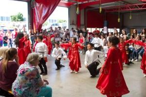 """Die Jüngsten der Tanzgruppe """"Dostluk-Baris"""" zeigten unten anderem Volkstänze aus Anatolien. Bild: Tameer Gunnar Eden/Eifeler Presse Agentur/epa"""