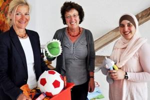 Cilly von Sturm (v.l.), Irene Rütten und Leila Zeghlache bei der Vorstellung des Esperanza Jahresberichts 2014. Bild: Caritasverband Euskirchen
