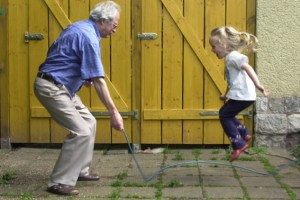 Die Schere zwischen Alt und Jung geht immer weiter auseinander. Bild: Michael Thalken/Eifeler Presse Agentur/epa