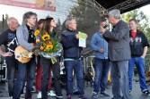 Eine Urkunde der Hilfsgruppe Eifel überreichte Willi Greuel an Band-Chef Klaus Flieger. Foto: Reiner Züll