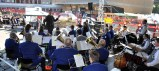 Die Musikkappelle Kall eröffnete das Bühnenprogramm der Hilfsgruppe Eifel, die sich anlässlich des 125. Geburtstages der Firma Schumacher für deren langjährige Unterstützung bedankte. Foto: Reiner Züll
