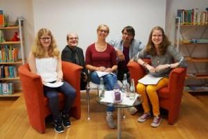 Jana Esser (v.l.), Andreas Züll, Maike van der Hoek, Georg Miesen und Lisa Hoellger bei der Lesung in Nettersheim. Bild: Anja Raith