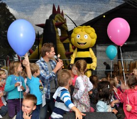 Lieblinge der Kinder: Biene Maja und Uwe Reetz. Foto: Reiner Züll