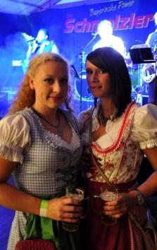 Die Damen kamen in feschen Dirndl-Kleidern. Foto: Reiner Züll