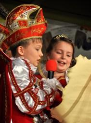 """Erklärten den Kaller Kinder, wo es bis Aschermittwoch lang geht. Prinz Maximilian """"Maxi"""" I. (Brucker) und Prinzessin Dana- Marie I. (Walber) nach der Proklamation. Foto: Reiner Züll"""